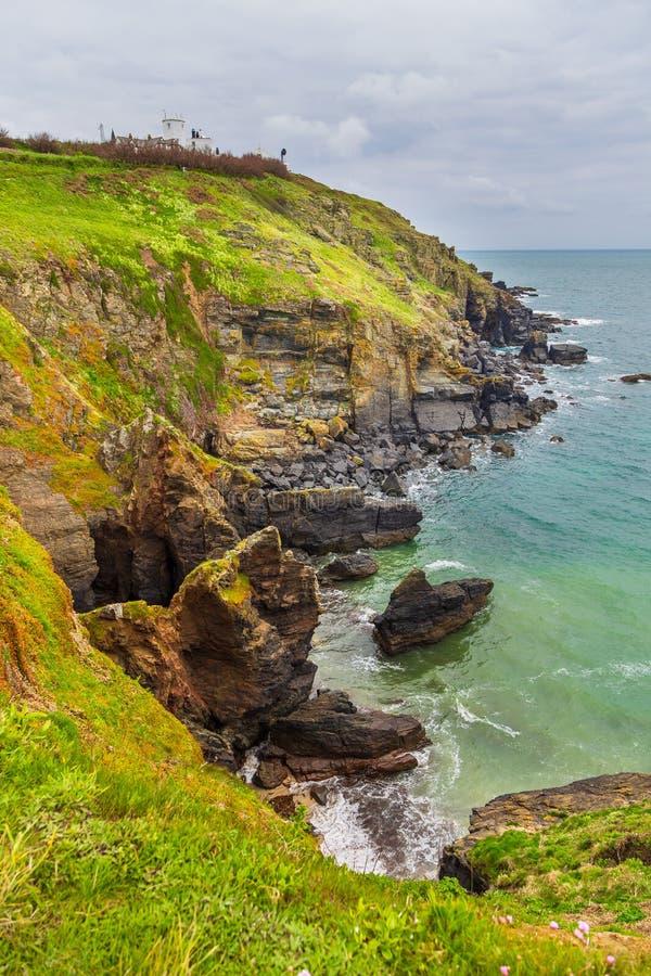 Взгляд атлантического побережья пункта ящерицы Корнуолла, Великобритании стоковое фото rf