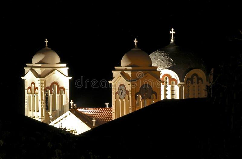 взгляд башен ночи церков стоковая фотография rf
