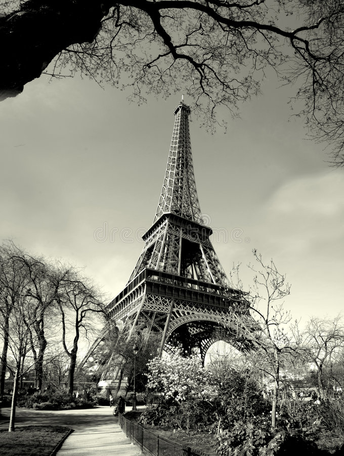 взгляд башни времени eiffel старый стоковые фотографии rf