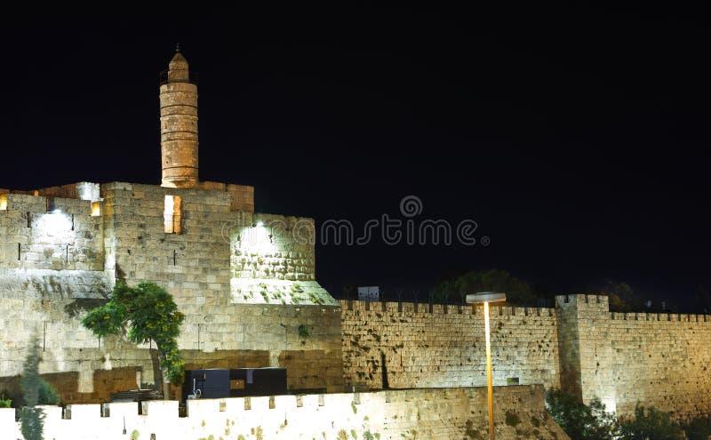 Взгляд башни короля Дэвид s в старом городе Иерусалима вечером стоковая фотография rf