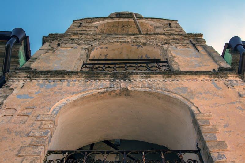 """Взгляд башни от церков в монастыре """"St. George Martir Hadjidimovo победоносном """", Болгария стоковое изображение"""
