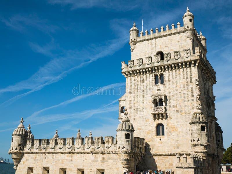 Взгляд башни Belem, Рекы Tagus, ясного дня и голубого неба, Лиссабона стоковое изображение rf