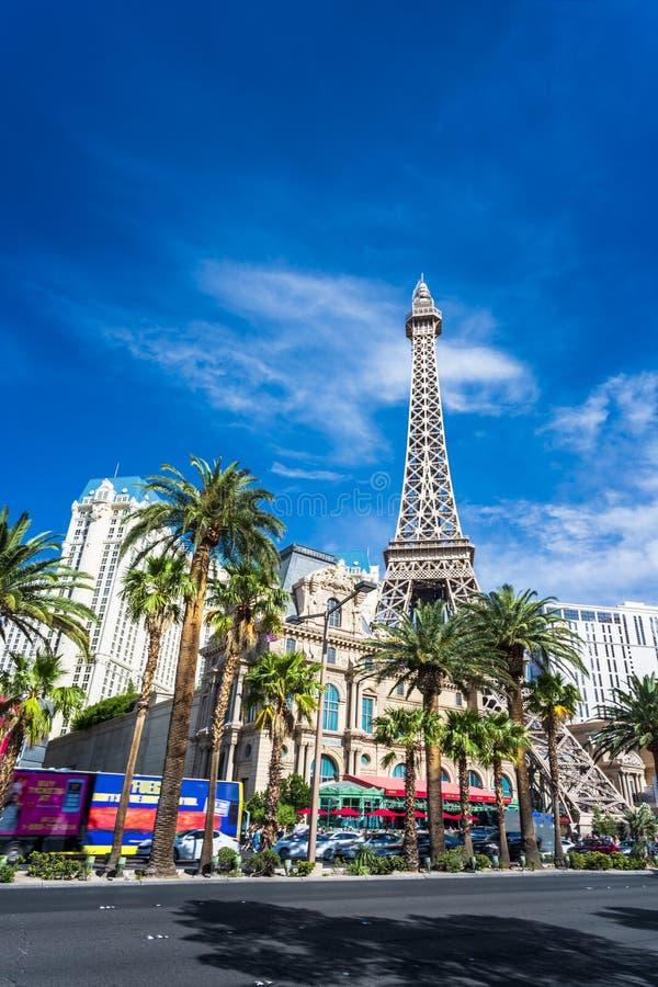 Взгляд башни Eifel гостиницы Парижа и казино на прокладке, Лас Вегас Боулевард, Лас-Вегас, Невады, США, северных стоковое фото rf