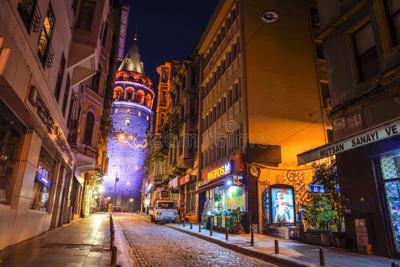 Взгляд башни Galata на ноче стоковое фото
