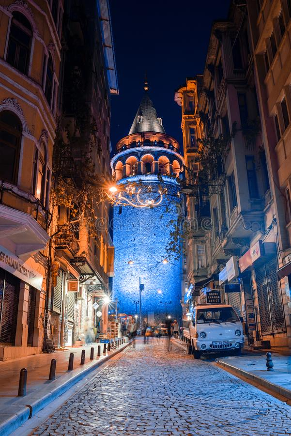 Взгляд башни Galata на ноче стоковая фотография rf