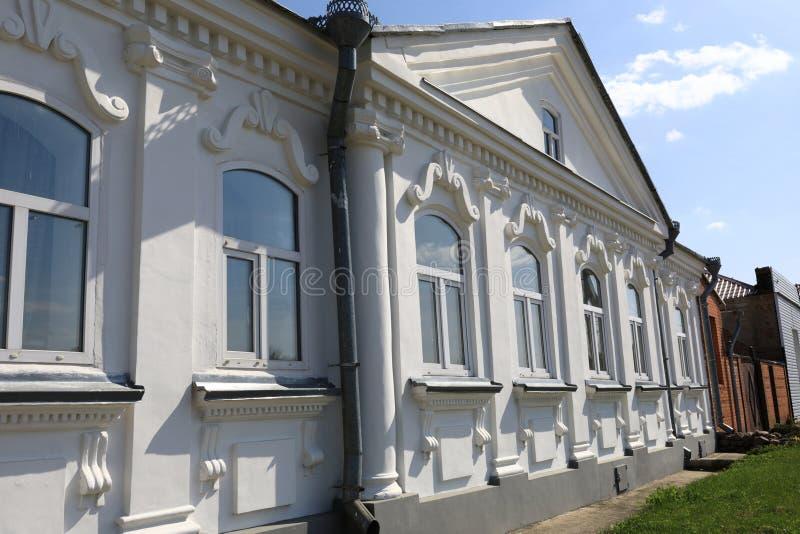 Взгляд белого каменного дома стоковая фотография