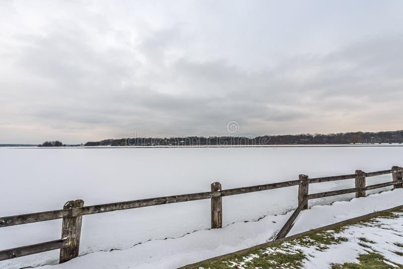 Взгляд белого озера стоковое изображение