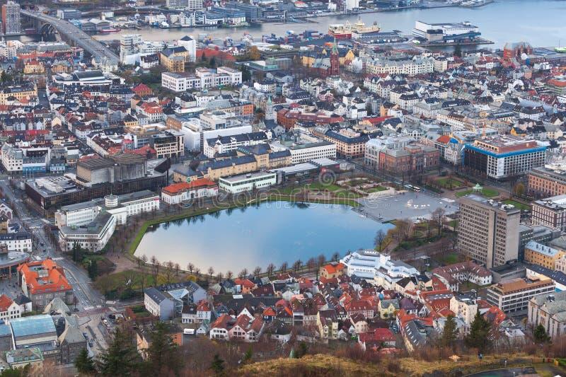 Взгляд Бергена с Лиллем Lungegardsvannet стоковое изображение