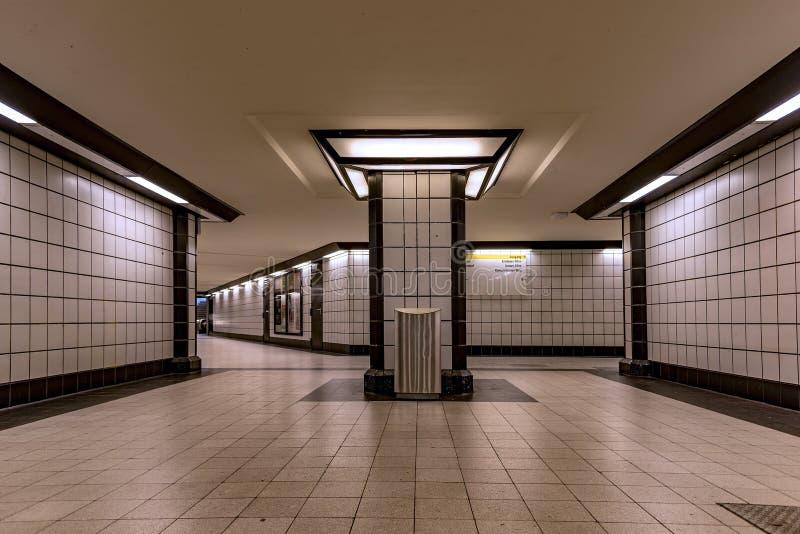 Взгляд Берлина Германии входа подземного strasse Osloer станции метро bahn s стиль полностью стиль Арт Деко стоковое фото rf