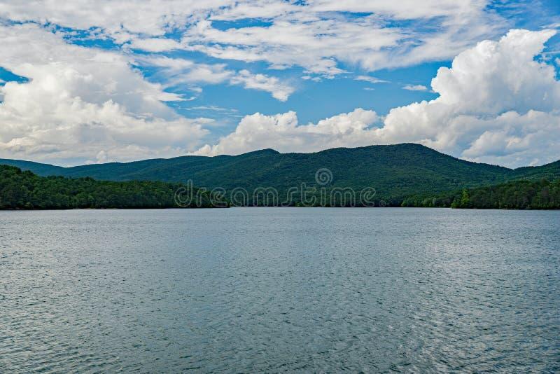 Взгляд бухты Carvins расположенный в Botetourt County, Вирджинии, США - 2 стоковое изображение rf