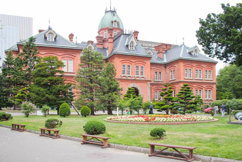 Взгляд бывшего правительственного учреждения Хоккаидо в городе Саппоро, Хоккаидо, Японии летом сезонным стоковое изображение