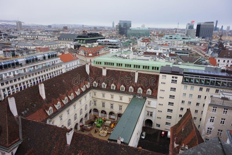 Взгляд Вены зимы от башни собора St Stephen's Город в помохе стоковое изображение