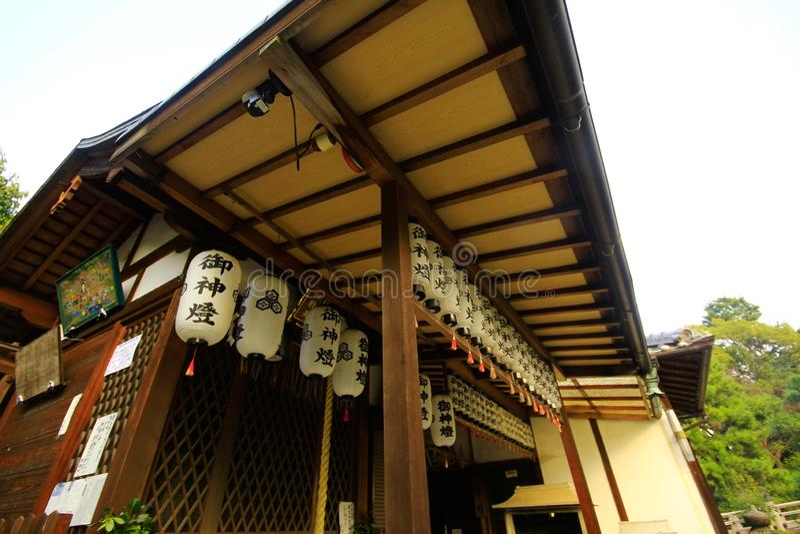 Взгляд виска Sensoji, также известный как Asakusa Kannon Самый популярный для туристов и его ` s самый старый висок в токио стоковое фото