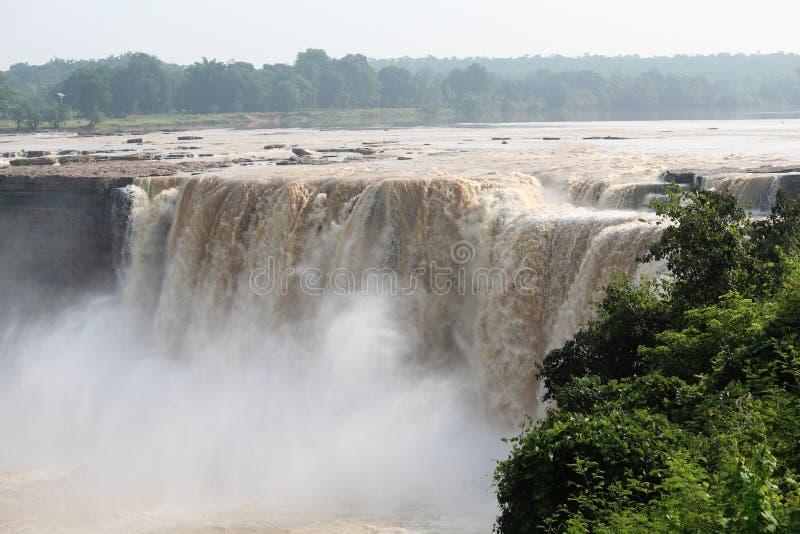 Взгляд внешней стороны полный водопада Chitrakot стоковые изображения