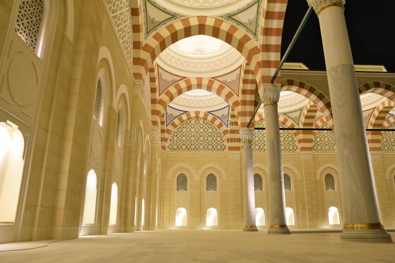 Взгляд внутреннего двора мечети Camlica стоковое фото rf