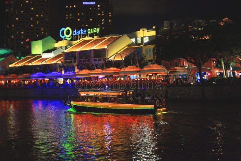 Взгляд водного транспорта Сингапура вечером стоковое фото rf