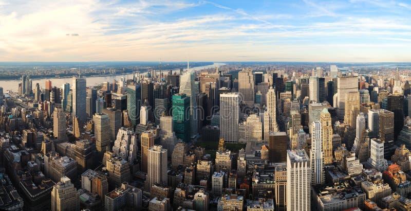 взгляд воздушного захода солнца панорамы города урбанский стоковое фото