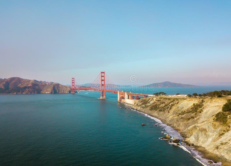 взгляд воздушного строба моста золотистый стоковое фото rf