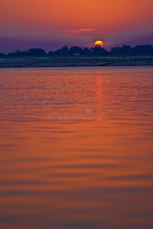 взгляд восхода солнца реки стоковая фотография rf