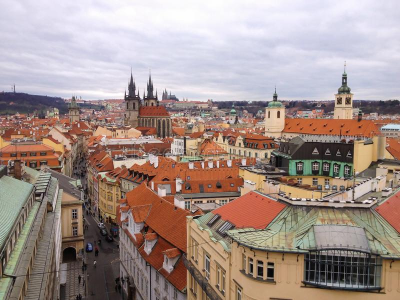 Взгляд высокого угла исторического центра Праги стоковые изображения rf