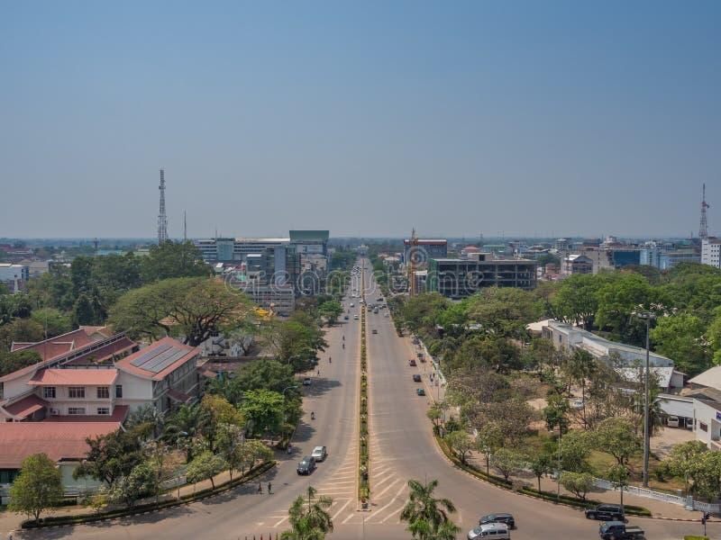 Взгляд Вьентьян от Patuxai Городской пейзаж, Лаос стоковое изображение rf