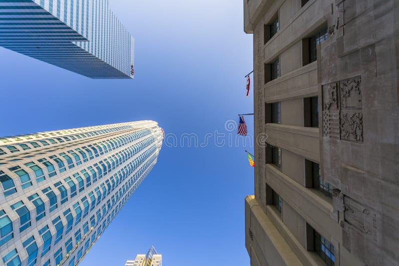 Взгляд глаза червя, городской финансовый район города Лос-Анджелеса, Калифорния, Соединенных Штатов Америки, Северной Америки стоковое фото