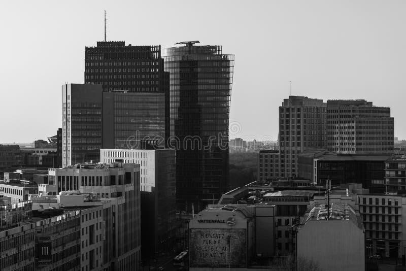 Взгляд глаза ` s птицы современных небоскребов на Potsdamer Platz стоковое фото