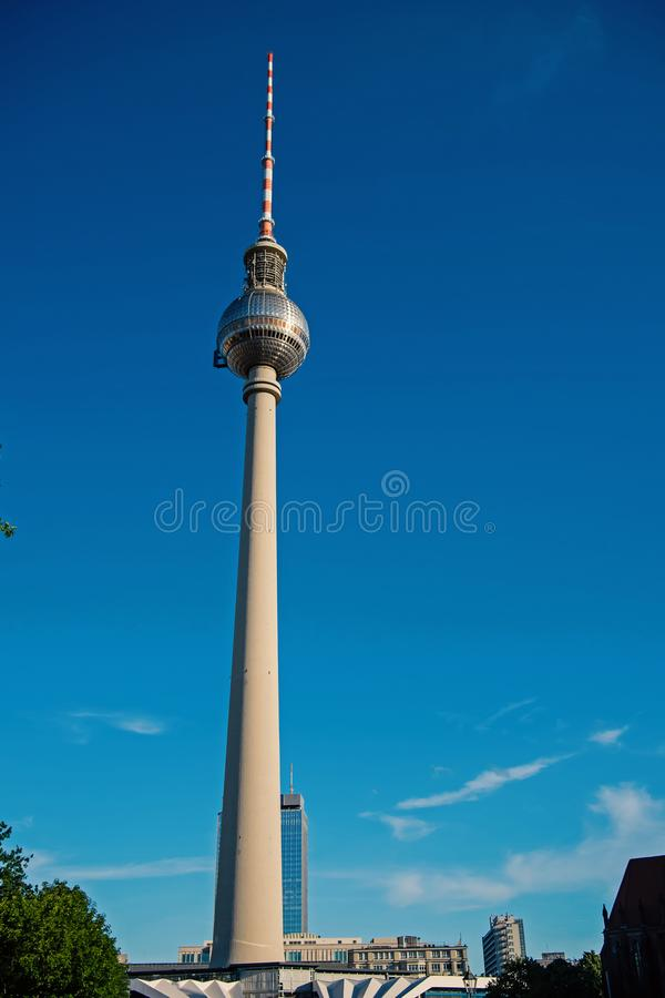 Взгляд горизонта Берлина с известной башней ТВ на Alexanderplatz стоковые изображения rf