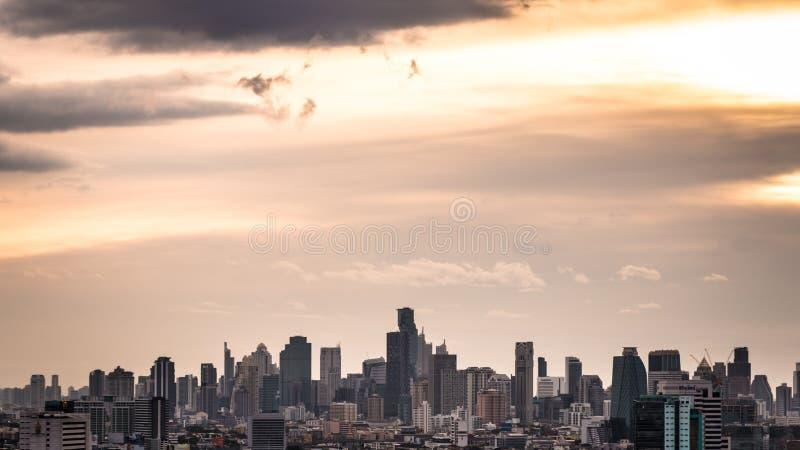 Взгляд горизонта городского пейзажа или города Бангкока, Таиланда стоковые фото