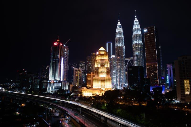 Взгляд горизонта центра города Куалаа-Лумпур вечером стоковое изображение
