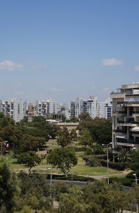 Взгляд города Ашдода, Израиля от парка Ашдод-Яма парка стоковая фотография