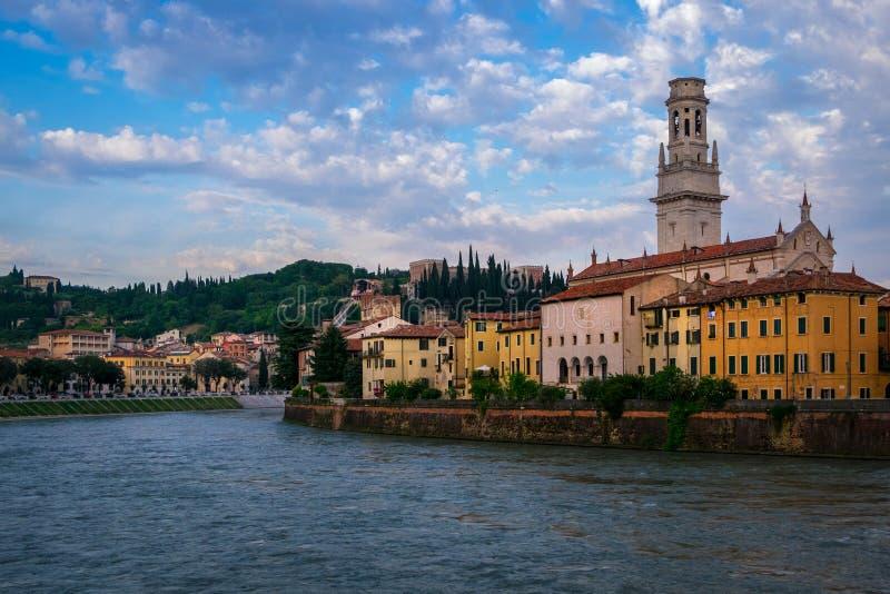 Взгляд города Вероны от портового района Италия стоковое изображение