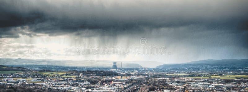 взгляд города Кобленца на реке Рейне Солнце покрыто облаками стоковое фото