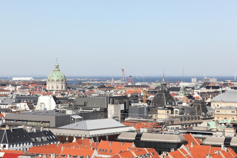 Взгляд города Копенгагена от датской башни парламента стоковое фото