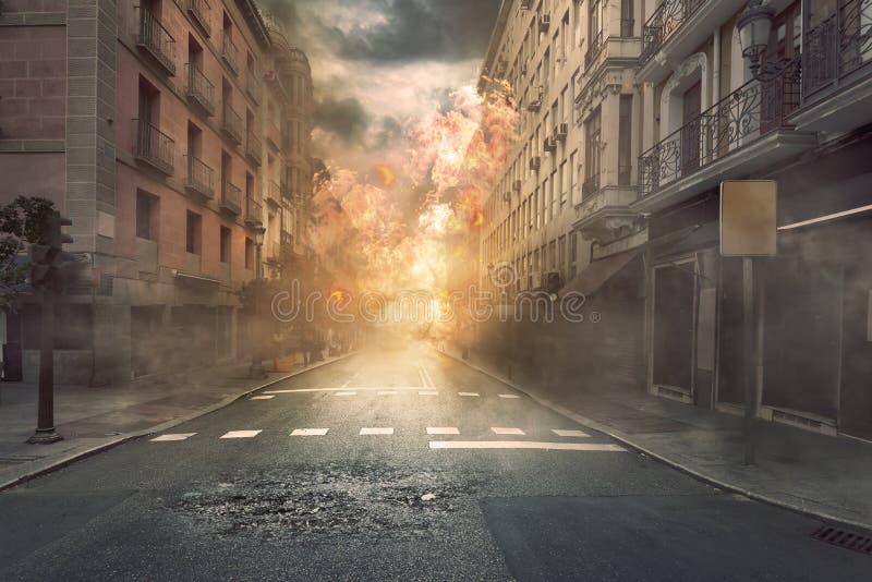 Взгляд города разрушения с огнями и взрывом стоковые фотографии rf