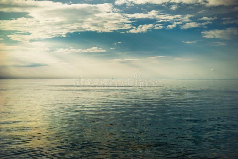 Взгляд города Торонто от Ниагары на озере стоковое изображение