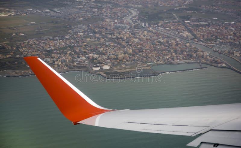 Взгляд города Fiumicino от воздушных судн стоковые фото