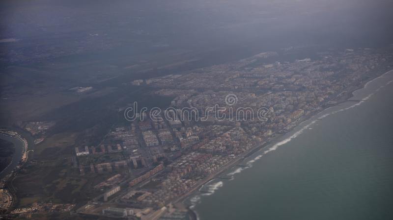 Взгляд города Fiumicino от воздушных судн стоковое изображение rf