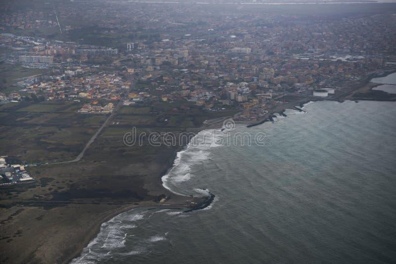 Взгляд города Fiumicino от воздушных судн стоковая фотография rf