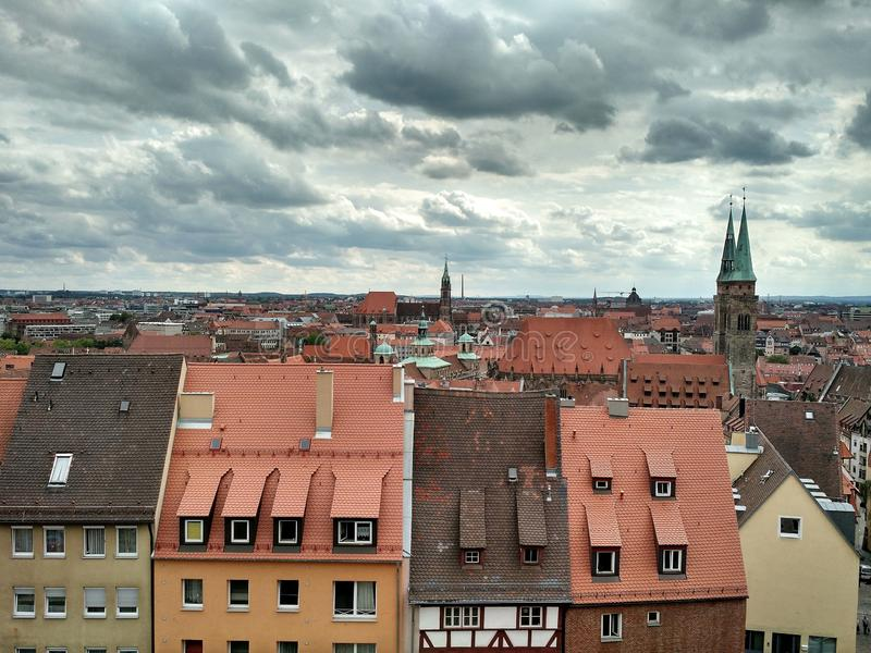 Взгляд городка Нюрнберга старого, от стен замка Нюрнберга, Германия стоковые изображения rf