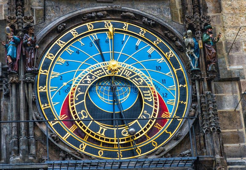 взгляд городка республики cesky чехословакского krumlov средневековый старый Астрономические часы Праги в старом городке стоковое изображение