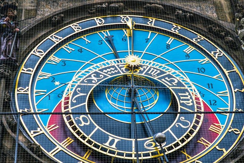 взгляд городка республики cesky чехословакского krumlov средневековый старый Астрономические часы Праги в старом городке стоковое изображение rf