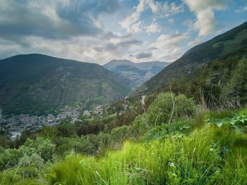 Взгляд городка Encamp в Андорре стоковая фотография