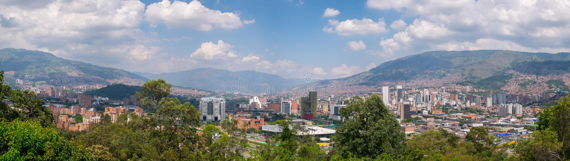 Взгляд городского пейзажа и панорамы Medellin, Колумбии Medellin город второй по величине в Колумбии стоковое фото