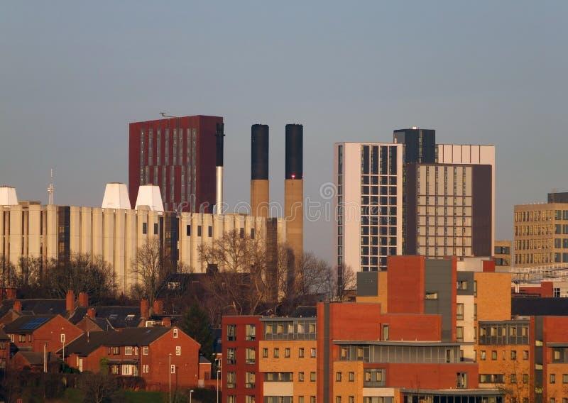 Взгляд городского пейзажа Лидса показывая квартиры и небоскребы домов офисов стоковые изображения rf