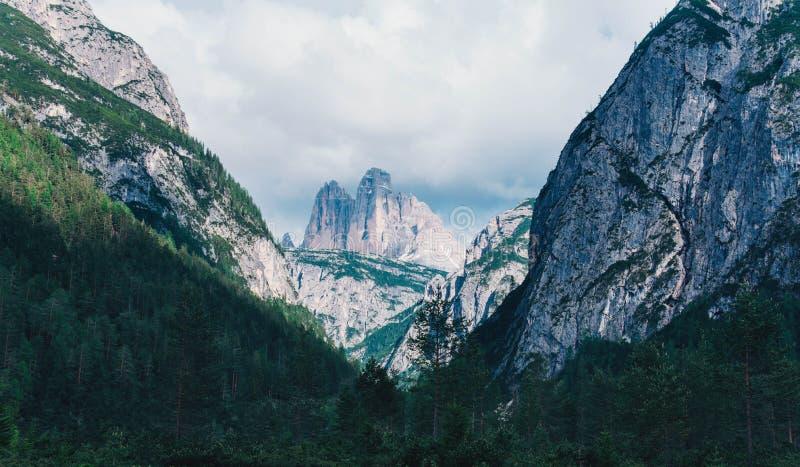 Взгляд гор доломитов в Италии стоковые изображения