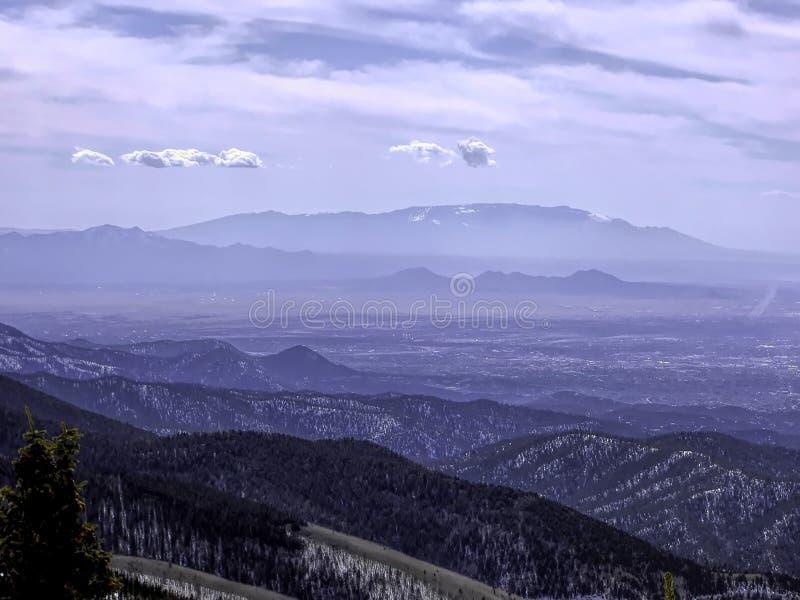 Взгляд гор Сандии от лыжи Санта-Фе стоковые фото