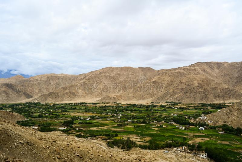 Взгляд деревни в Ladakh в Кашмире Индии стоковые изображения rf