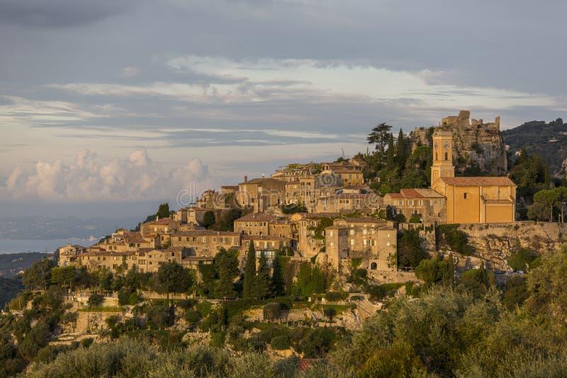 Взгляд деревни Eze средневековой на восходе солнца стоковые изображения