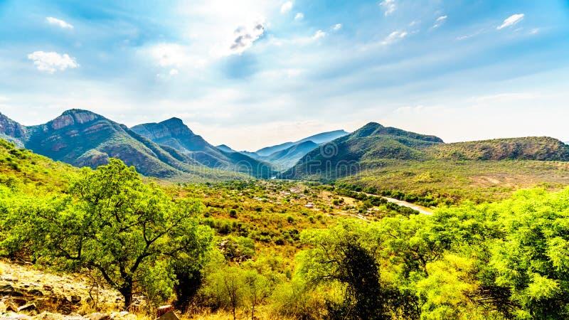 Взгляд долины слона с деревней Twenyane вдоль реки Olifant стоковые фотографии rf